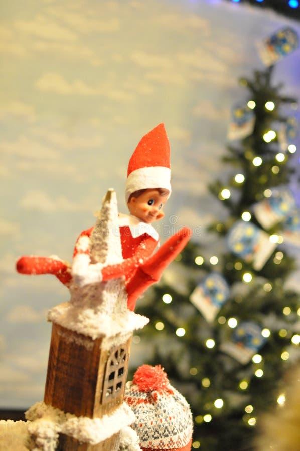 Ongehoorzaam Elf op dakbovenkant stock afbeelding