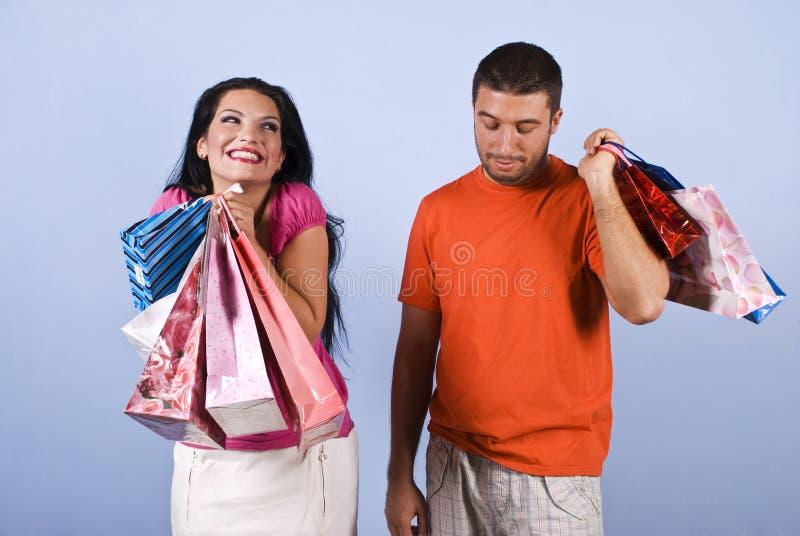 Ongehoorzame en ijdelheidsvrouw met het winkelen zakken stock afbeeldingen
