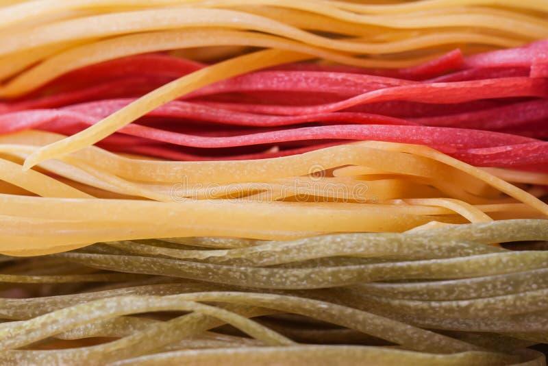 Ongekookte macaroni, macrooschot, voor gebruik als achtergrond of als textuur stock fotografie