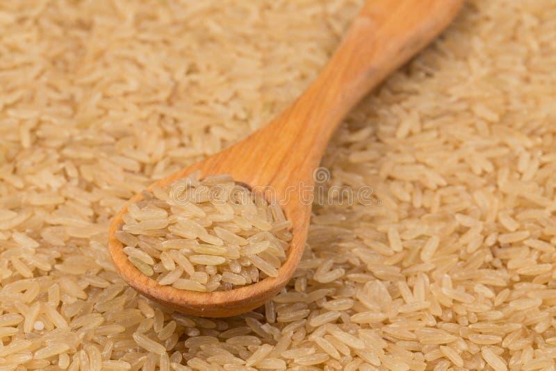 Ongekookte ongepelde rijstachtergrond stock afbeeldingen