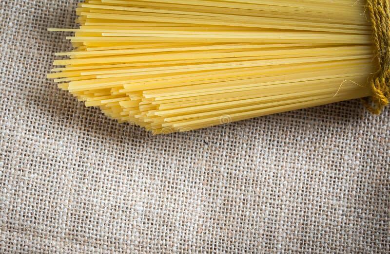 Ongekookte spaghetti stock foto