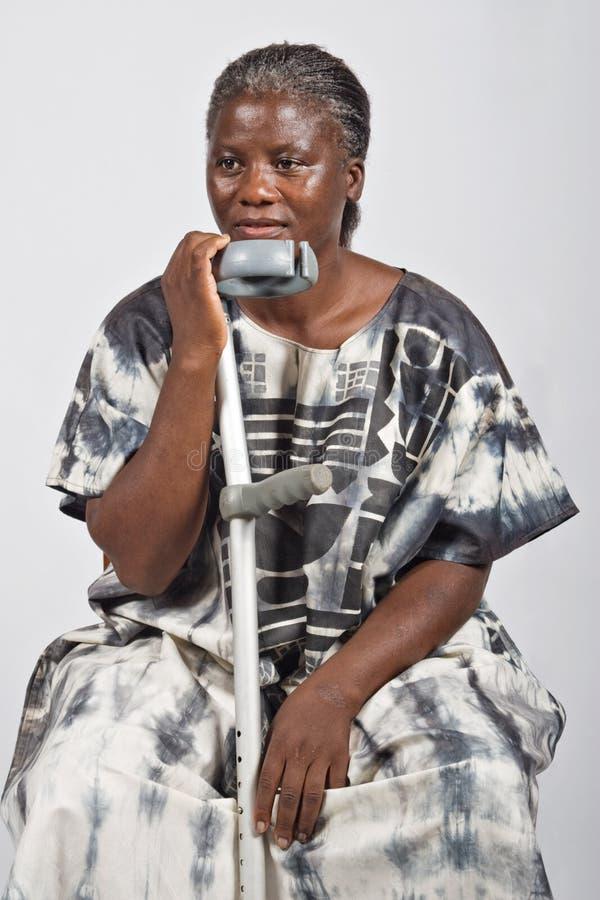 Ongeldige oude Afrikaanse vrouw royalty-vrije stock afbeeldingen