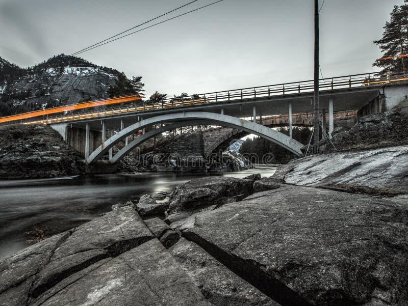 Ongelooflijke mening over brug in Noorwegen royalty-vrije stock afbeeldingen