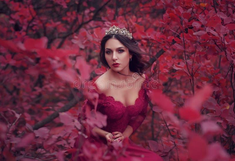 Download Ongelooflijke Overweldigende Vrouw Stock Foto - Afbeelding bestaande uit halloween, elegant: 103202518