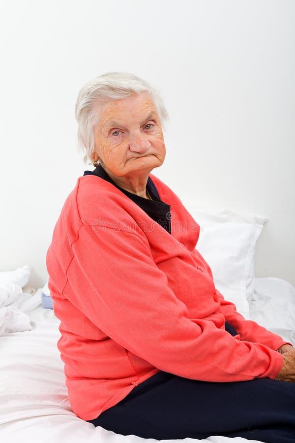 Ongelukkige bejaarde dame royalty-vrije stock foto's