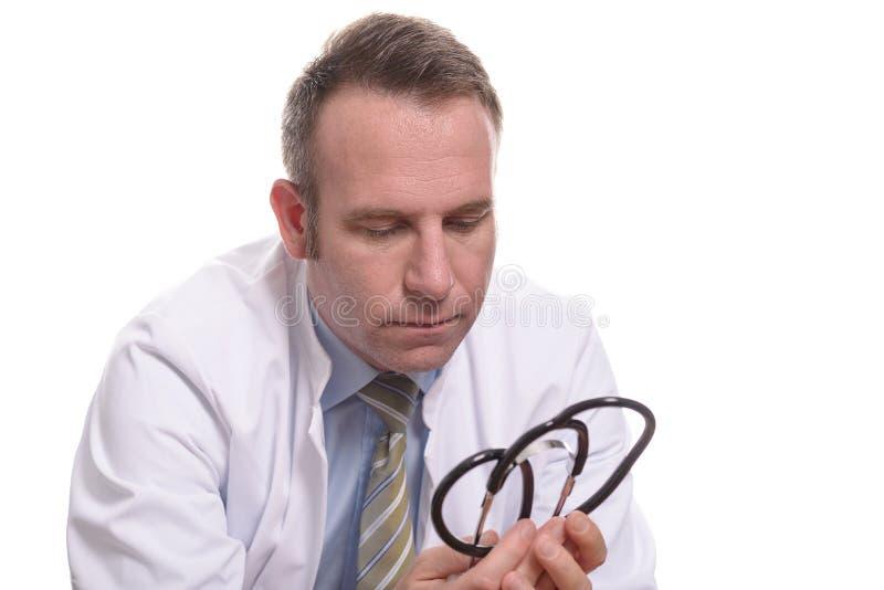 Ongerust gemaakte cardioloog of mannelijke arts stock afbeeldingen