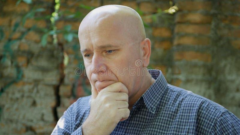 Ongerust gemaakte en Verontruste Zakenman Looking Upset en Teleurgesteld stock afbeelding