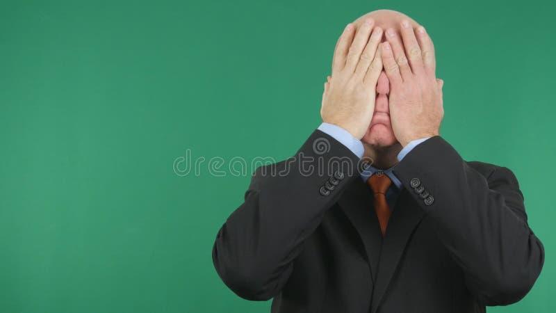 Ongerust gemaakte en Verstoorde Zakenman Covering His Face met Handen stock afbeelding