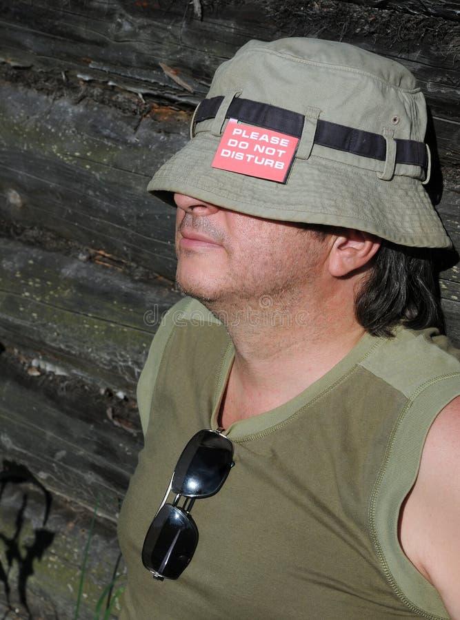 Ongeschoren Kaukasische Mens tijdens Rust stock foto's