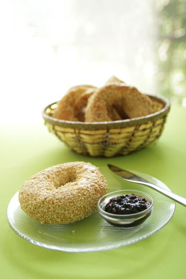 Download Ongezuurd Broodje Bij Ontbijt Stock Foto - Afbeelding bestaande uit zaad, ronde: 10783628