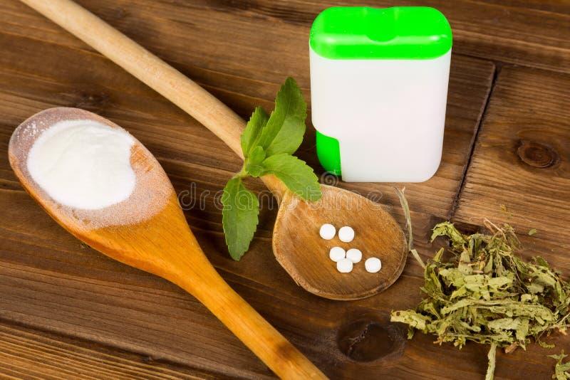 Onglets et poudre de Stevia photos stock
