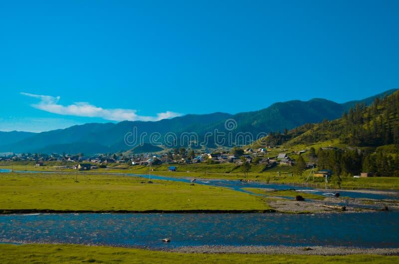 Onguday Village dans l'Altai image libre de droits