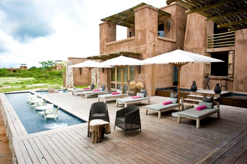 Onguma raffine le camp, Safari Lodge, station de vacances, Namibie photographie stock