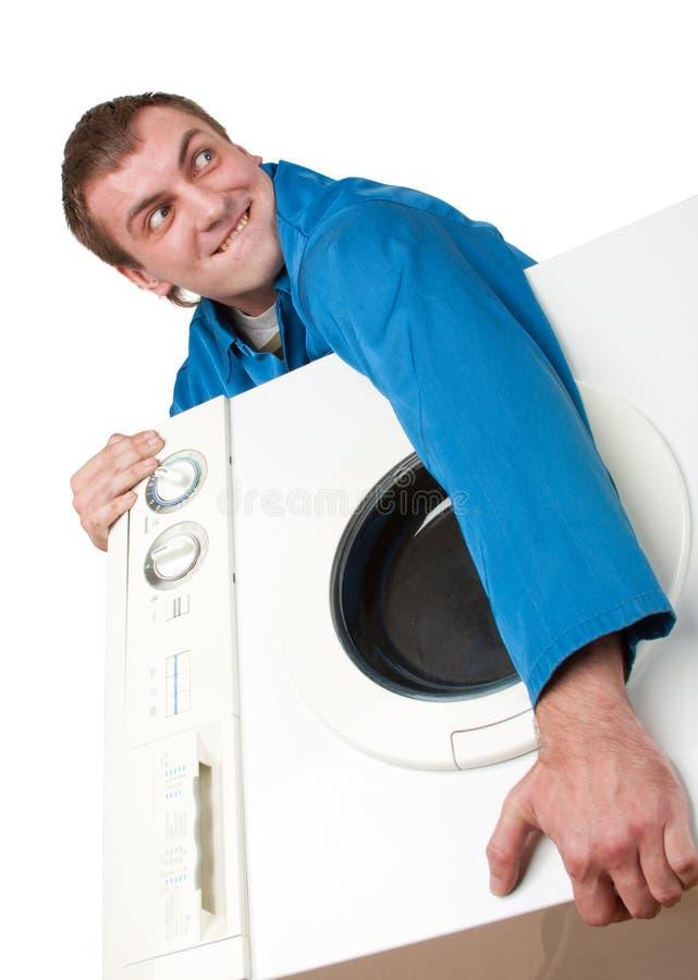 Onheilspellende diefholding gestolen wasmachine royalty-vrije stock afbeelding