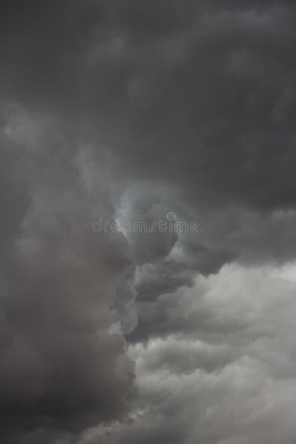 Onheilspellende onweerswolken royalty-vrije stock foto