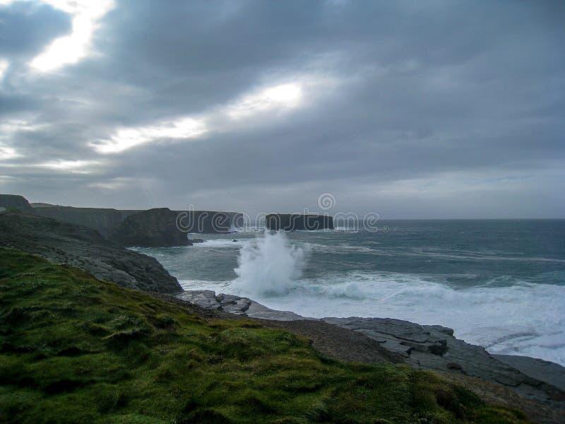 Onheilspellende Voortekenhemel, ten westen van Ierland royalty-vrije stock fotografie