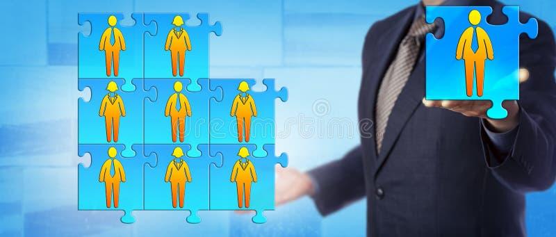 Onherkenbare Manager Adding Final Team Employee stock foto's