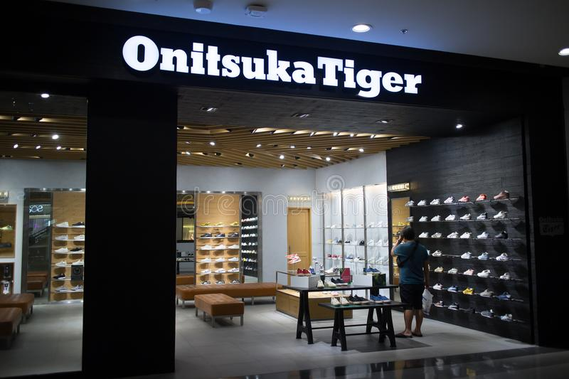 Onitsuka Tiger Shop Shopinnere zentrales Festival Chiangmai stockfoto