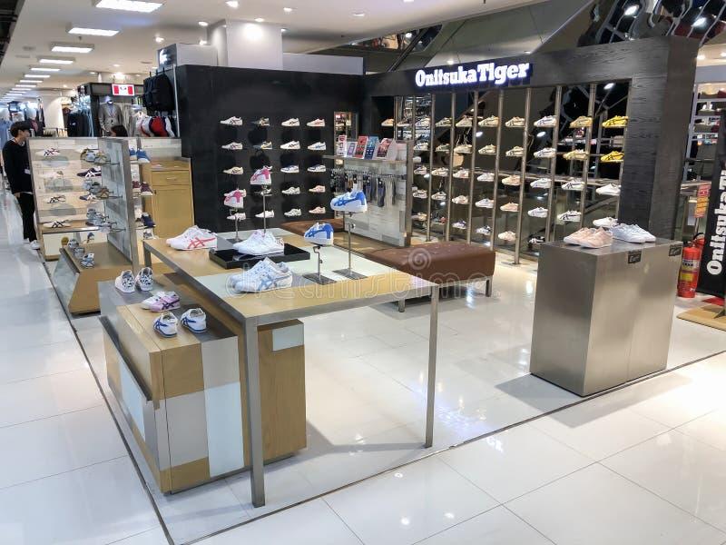 Onitsuka-Tigergeschäft in der Sportzone im MBK-Einkaufszentrum stockbilder