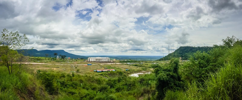 Onlangs de casinobouw in Chong Arn Ma, geroepen grensovergang Thais-Kambodja (grensovergang van Ses in Kambodja) tegengesteld aan royalty-vrije stock foto