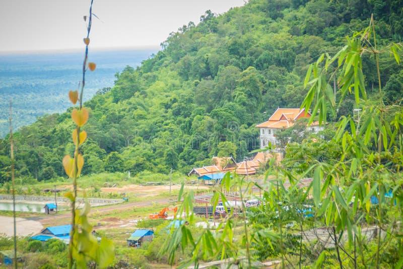 Onlangs de het hotelbouw van de casinotoevlucht in Chong Arn Ma, grensovergang Thais-Kambodja (genoemd Ses in Kambodja) tegengest royalty-vrije stock afbeelding
