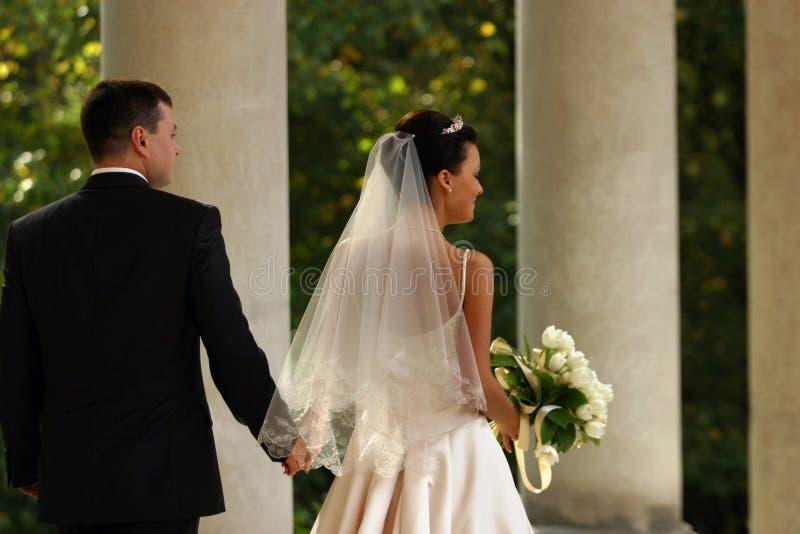 Onlangs-gehuwd paar royalty-vrije stock fotografie
