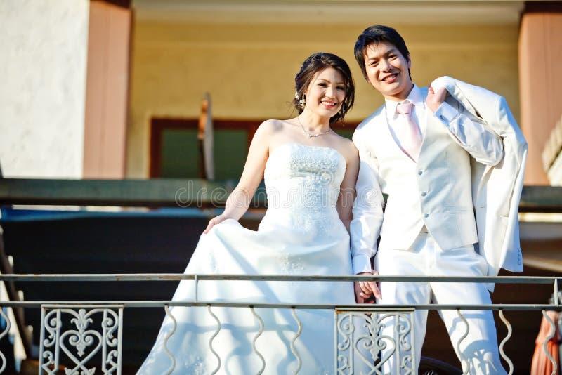 Onlangs huwelijksparen stock fotografie