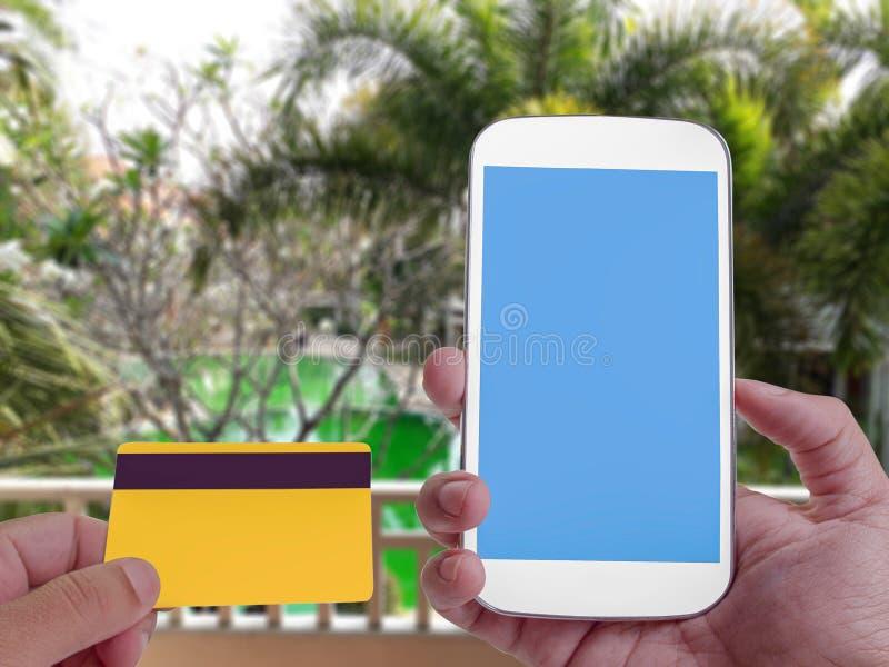 Online bankowość na ekranie z smartphone obraz stock