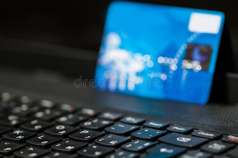 Online bankowość z kredytową kartą zdjęcie stock