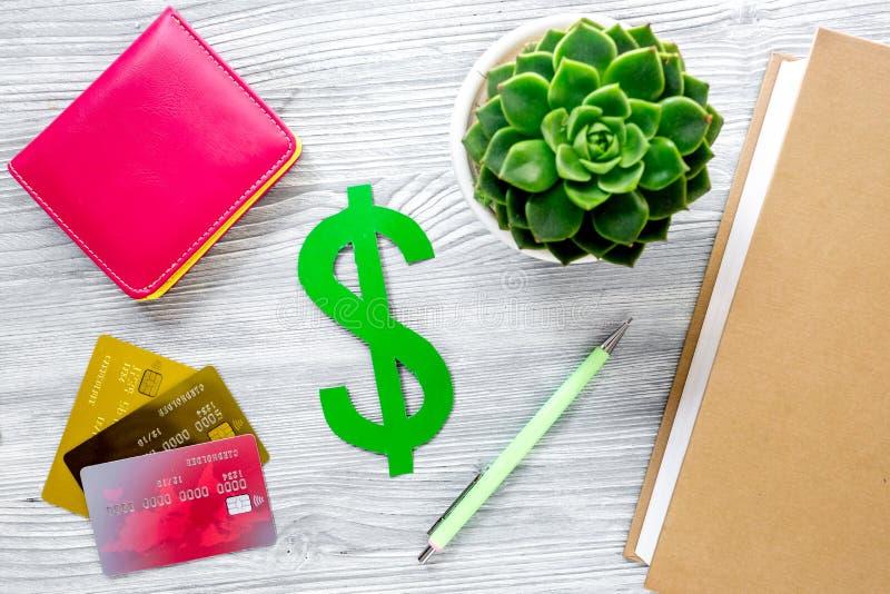 Online betaal omhoog voor fee-paying onderwijs op grijze van het achtergrond studentenbureau hoogste meningsspot stock foto's