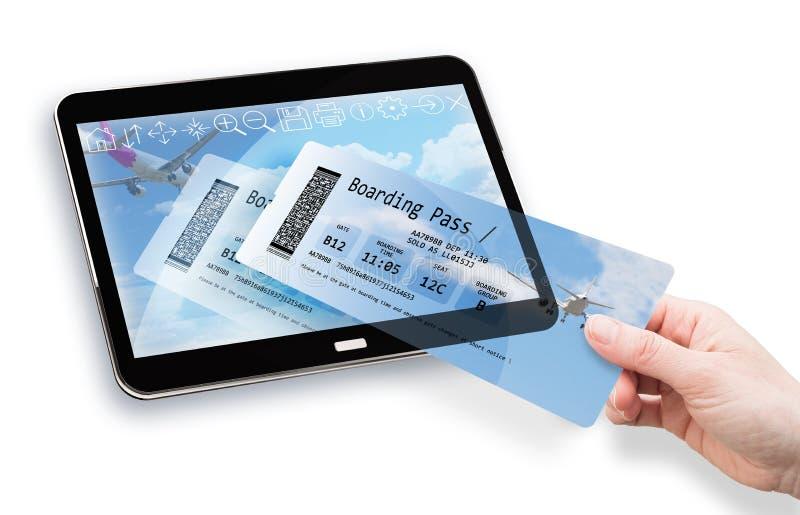 Online boekend met hand van een vrouw die een vliegtuigkaartje van een digitale tablet nemen 3d conceptenbeeld Alle inhoud van vector illustratie