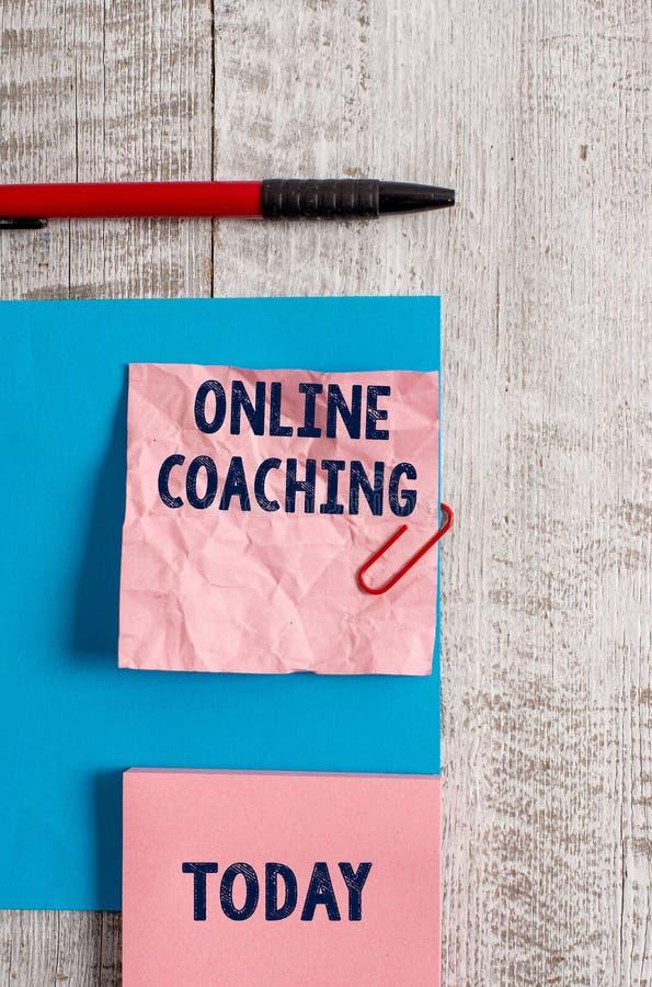 Online-coachning f?r ordhandstiltext Aff?rsid? f?r att l?ra fr?n direktanslutet och internet med hj?lpen av en lagledare royaltyfria bilder