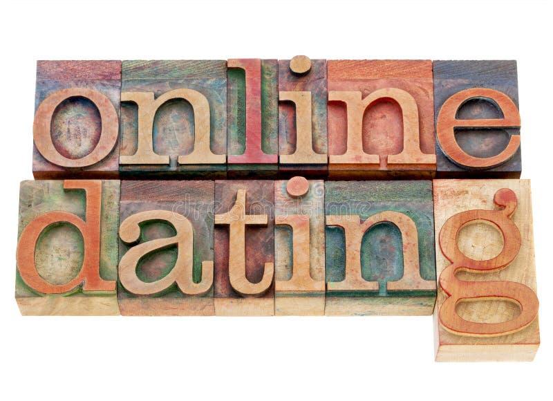 Online-datummärkning i wood typ för boktryck royaltyfria bilder
