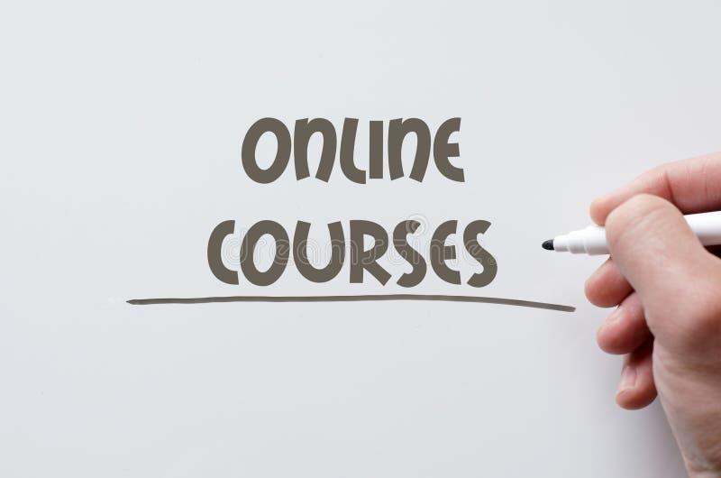 Online die cursussen op whiteboard worden geschreven royalty-vrije stock afbeeldingen