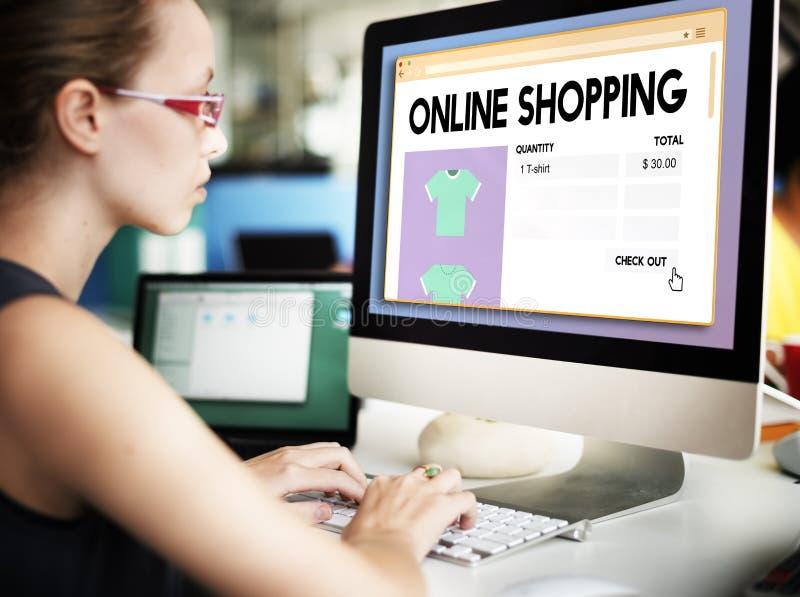 Online-Digital för detaljhandel för internet för shoppingköpandevagn begrepp arkivbild