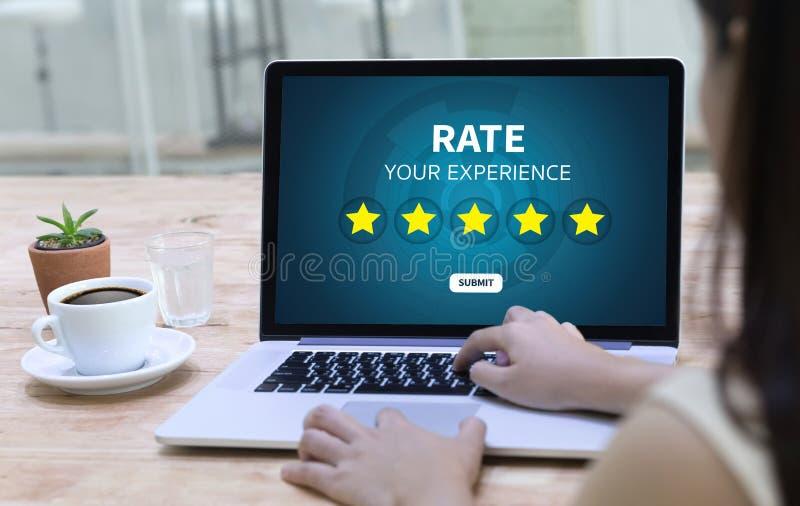 Online-granskningutvärderingstid för granskningkontrollbedömning royaltyfri bild