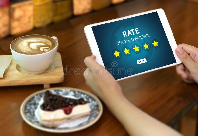 Online-granskningutvärderingstid för granskningkontrollbedömning royaltyfri fotografi