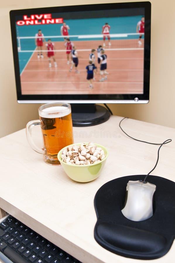 online-hålla ögonen på för sport arkivbild