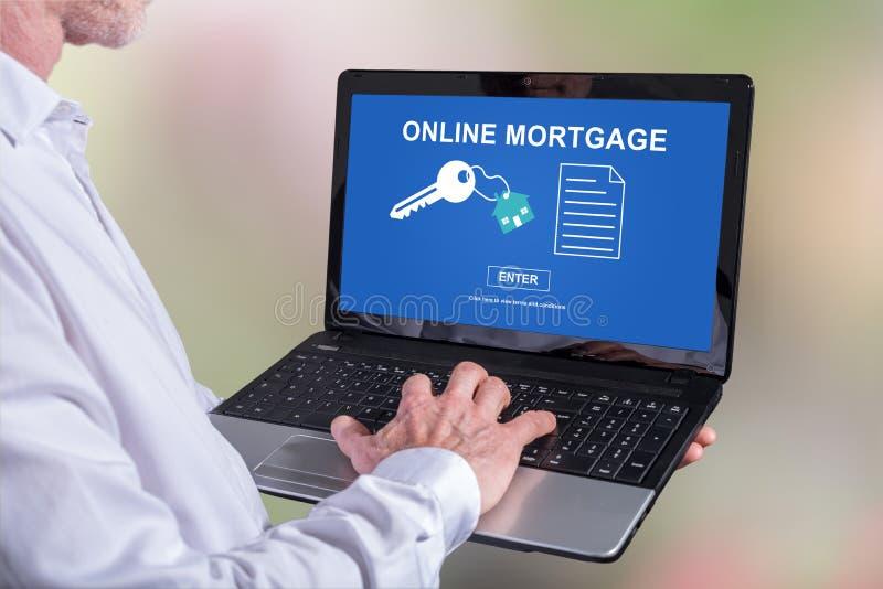 Online hypotheekconcept op laptop royalty-vrije stock foto's