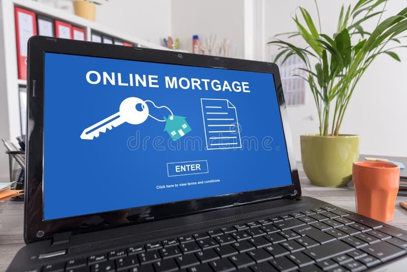 Online hypotheekconcept op laptop stock foto