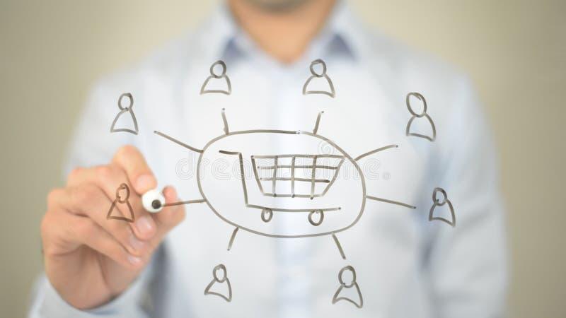 Online interneta sklep, mężczyzna writing na przejrzystym ekranie obraz stock