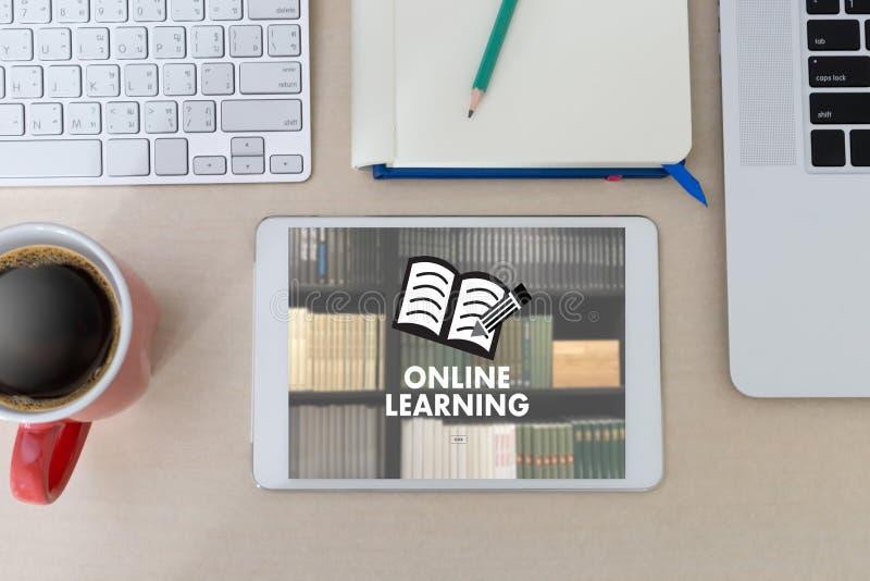 ONLINE-LÄRANDE expertis för uppkopplingsmöjlighetteknologicoachning undervisar Di stock illustrationer