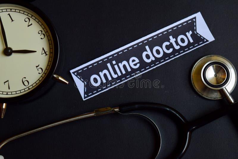 Online lekarka na druku papierze z opieki zdrowotnej pojęcia inspiracją budzik, Czarny stetoskop zdjęcie stock
