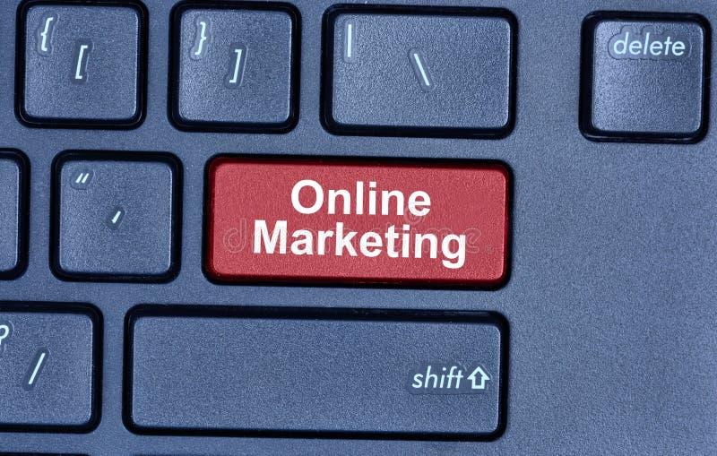 Online marketing słowa na klawiaturze zdjęcie stock