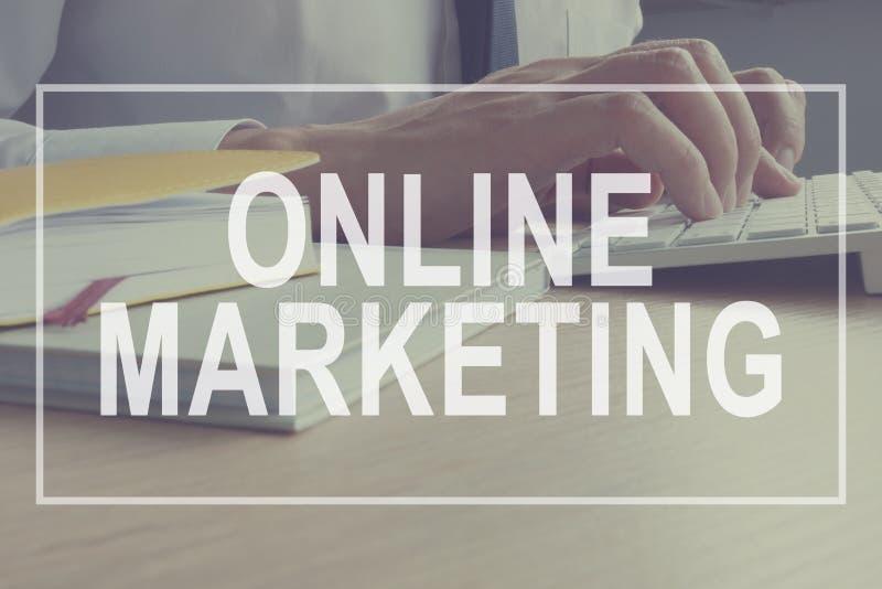 Online marketingowy pojęcie Sprzedawca pracuje Oznakować strategię zdjęcie royalty free