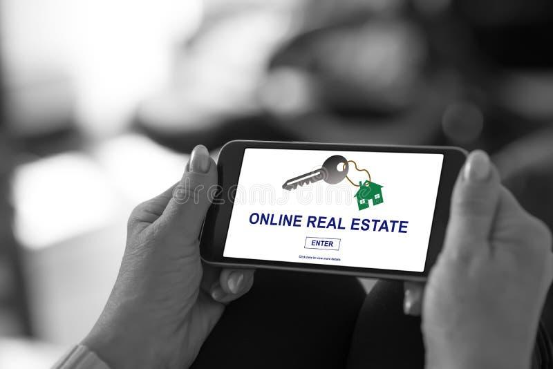 Online nieruchomości pojęcie na smartphone obrazy royalty free