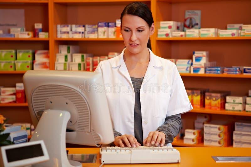 Online orde in een apotheek stock afbeeldingen