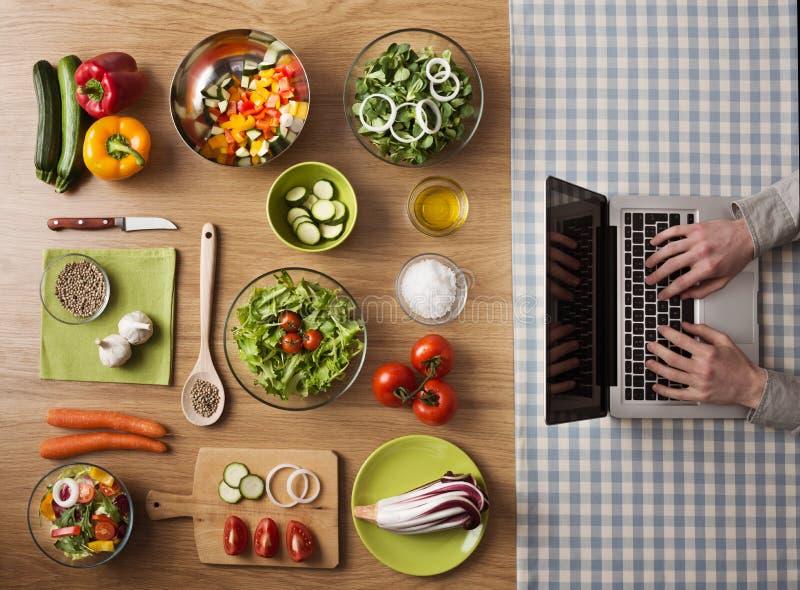 Online-recept för vegetarisk sund mat arkivfoton