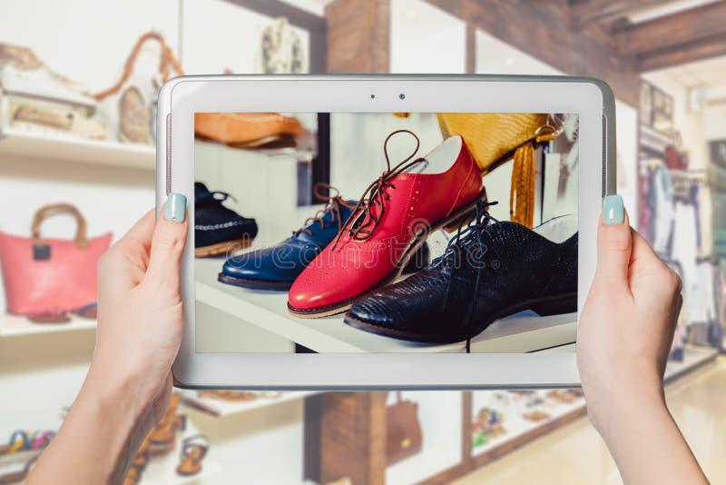 Online schoenopslag, online verkoop royalty-vrije stock fotografie