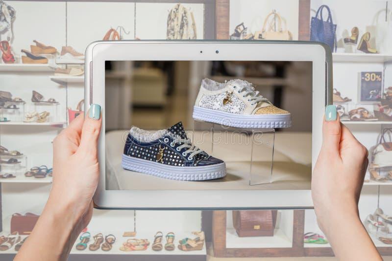 Online schoenopslag, online verkoop royalty-vrije stock foto